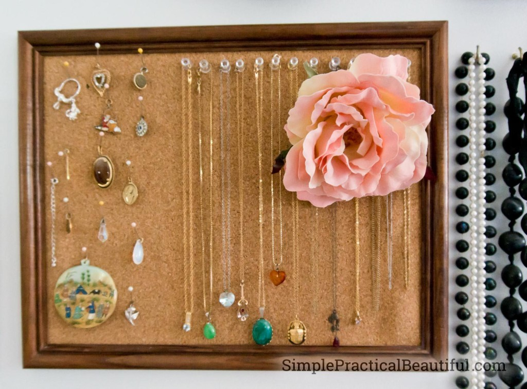 jewelry_gallery_cork_frame