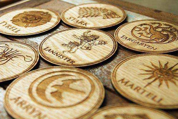 the_game_of_thrones_coaster_set_shows_off_9_engraved_house_sigils_1