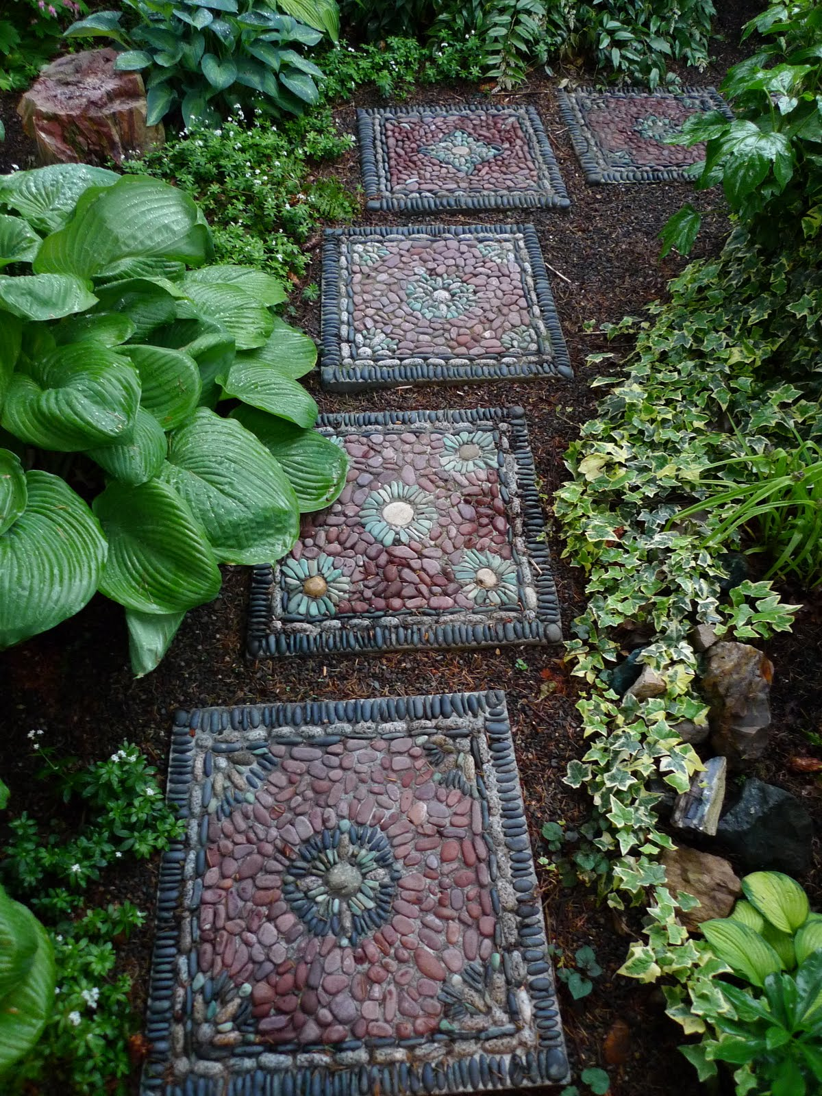 AD-Beautiful-DIY-Stepping-Stone-Ideas-To-Decorate-Your-Garden-01