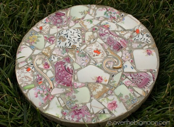AD-Beautiful-DIY-Stepping-Stone-Ideas-To-Decorate-Your-Garden-10