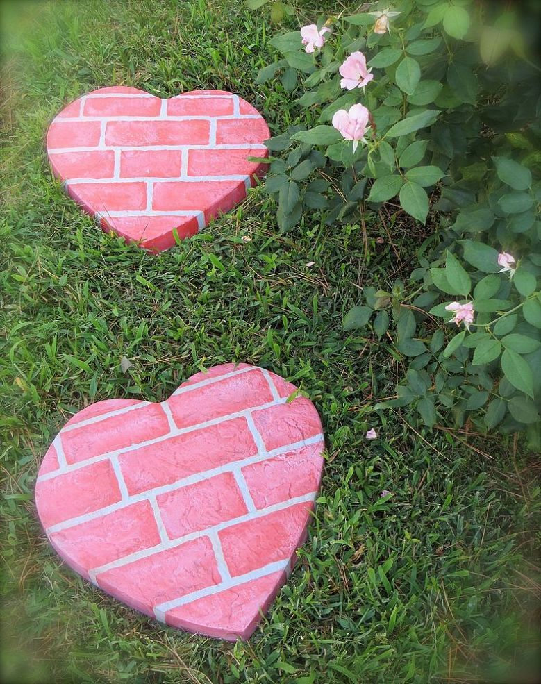 AD-Beautiful-DIY-Stepping-Stone-Ideas-To-Decorate-Your-Garden-11