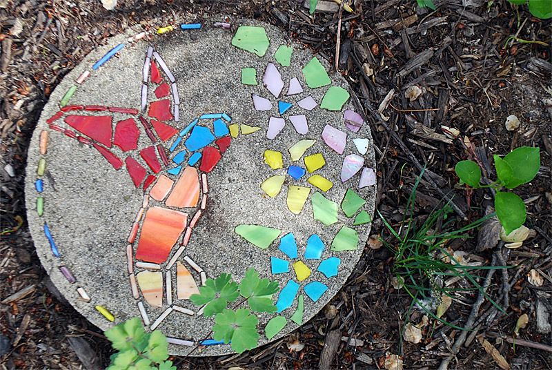 AD-Beautiful-DIY-Stepping-Stone-Ideas-To-Decorate-Your-Garden-23