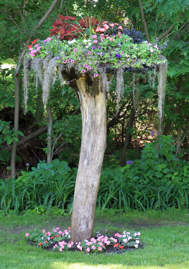 tree-stump-decorations