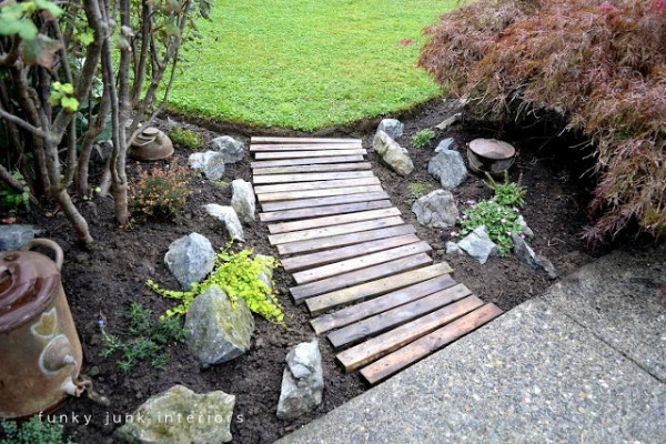 Create-a-pallet-wood-garden-walkway