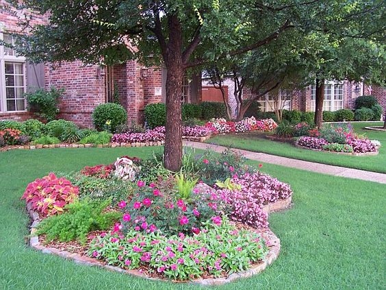 18 genius flower beds around trees you need to see the - Landscaping around a tree ...