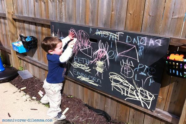 outdoor-chalkboard-paint-recipe