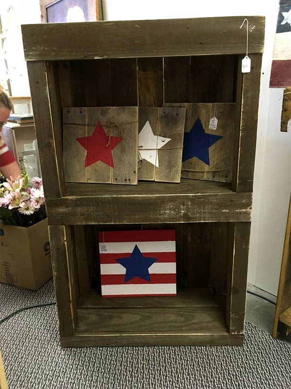pallet-made-bookshelf-or-display-unit