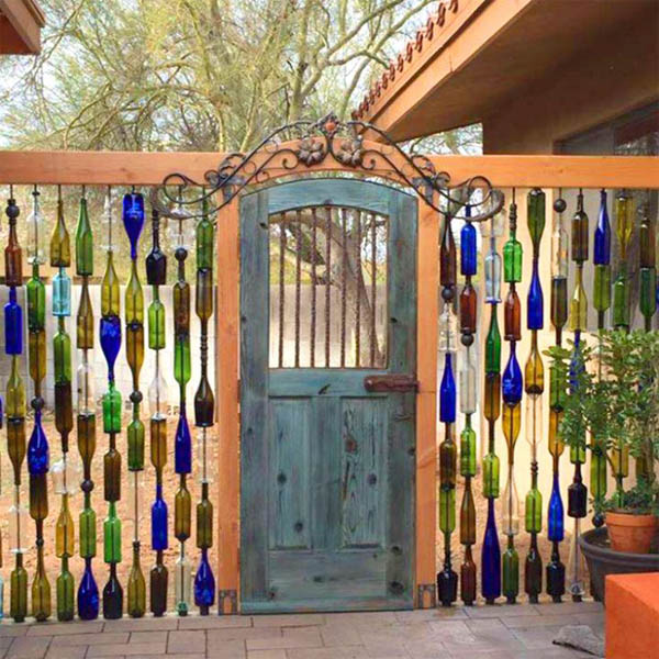 wine-bottle-gate-yard-garden-diy-ideas-718x740