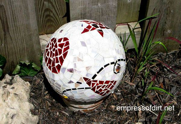 EyeCatching DIY Garden Balls Inexpensive Decorations The ART In LIFE Best Bowling Ball Garden Decorations