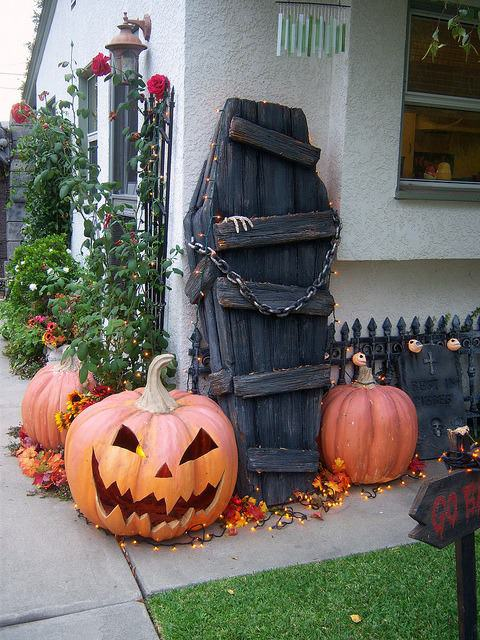 1001pallets-com-22-halloween-decorations-made-out-of-recycled-pallets-20