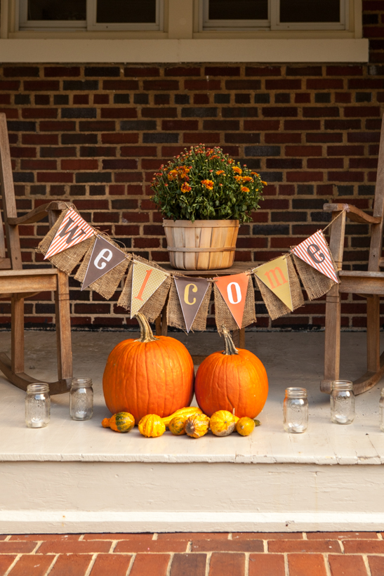 18 amazing fall porch ideas that will make your neighbors Fall decorating ideas for dinner party