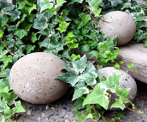 diy-concrete-garden-globes