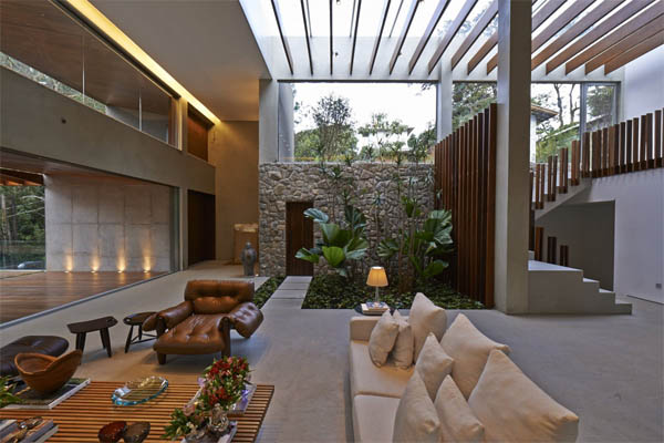 indoor-garden-glass-roof-home-in-nova-lima-brazil