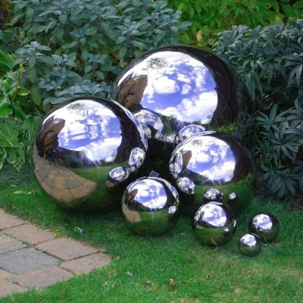 mirrored-garden-balls