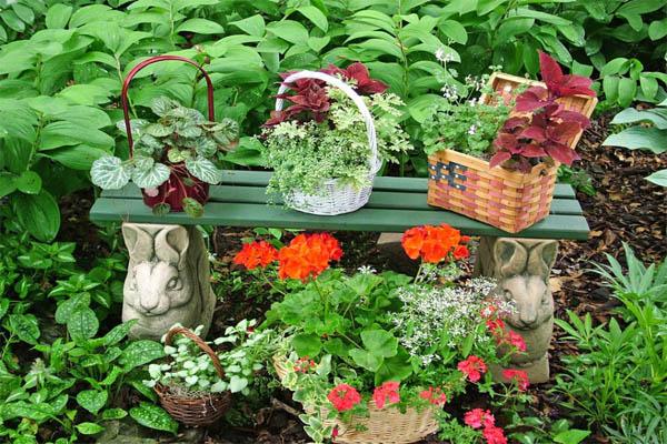 original-nancy-ondra_unique-container-gardens-baskets_s4x3-jpg-rend-hgtvcom-966-725-jpeg