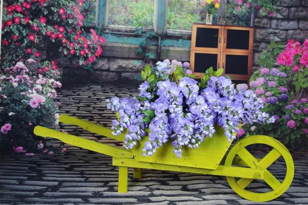 wheelbarrow-farm-cart-planter-e1452056338972
