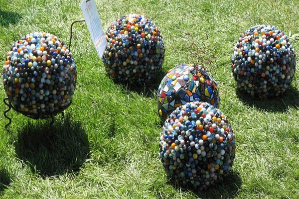 bowling-ball-mosaic-garden-art-ideas-8