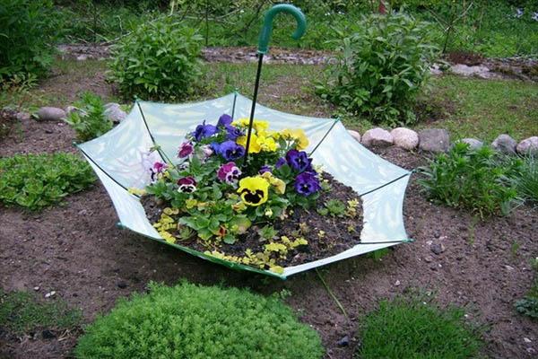 garden-decorating-ideas-diy-old-umbrella-flower-beet