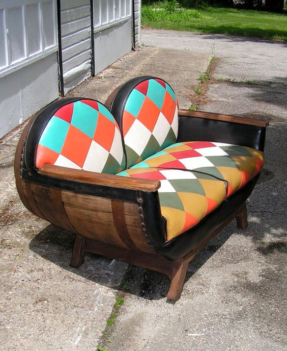 15 smart ways to incorporate wooden barrels in your yard the art in life - Ways of accessorizing love seats ...