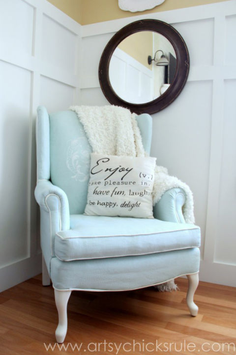 7b-chalk-painted-upholstered-chair-makeover-after-styled-artsychicksrulecom-paintedupholstery-chalkpaint-diy-570x900
