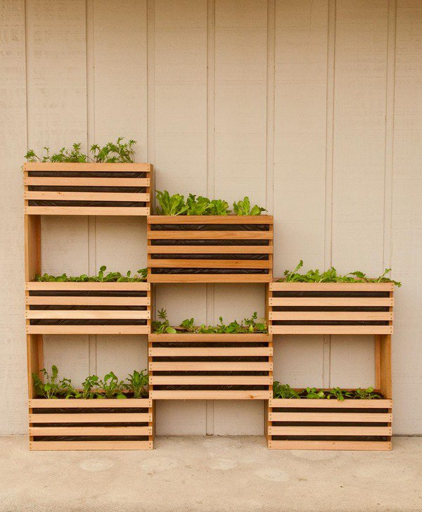 how-to-make-a-vertical-garden-feature-3_large