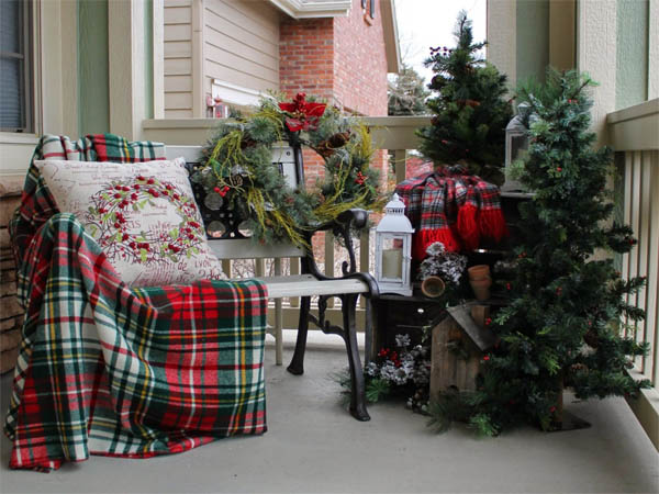 07-holiday-welcome-bench-outdoor-decoration-idea-christmas-homebnc-768x6382x