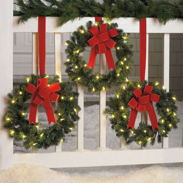 23-christmas-wreaths-fence-decor-homebnc-768x7682x
