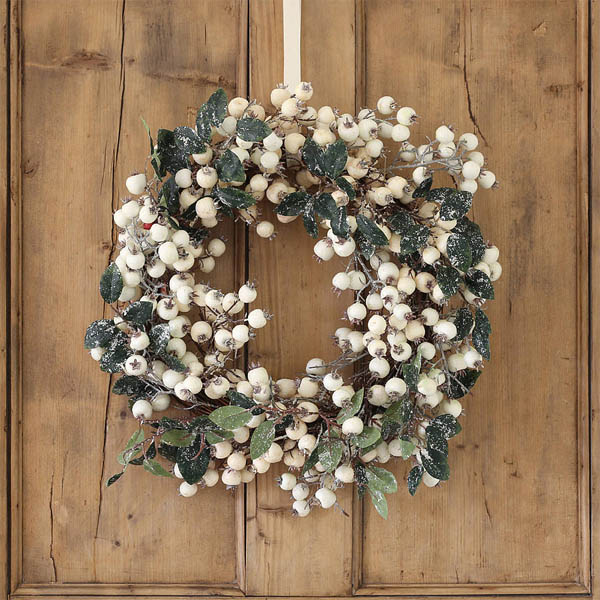 46-holiday-elegance-white-cranberry-decor-idea-homebnc