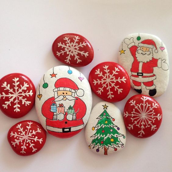 26 Wonderful Ideas Of Painted Christmas Rocks That You Will Love