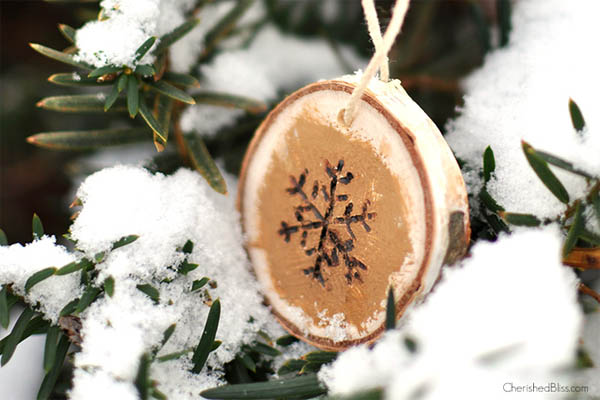 wood-burned-snowflake