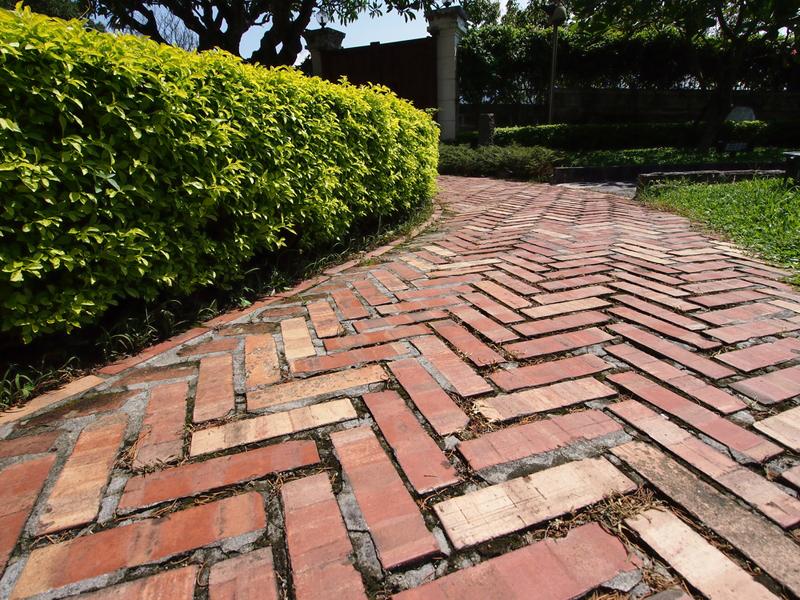 designrulz-garden-paths-2