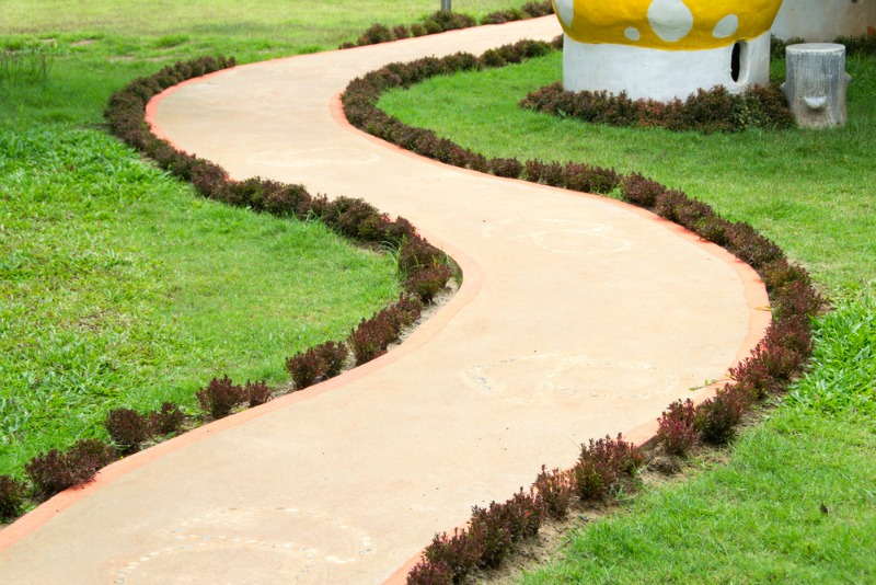 20 wonderful garden paths that take joy in the journey the art in life - Garden pathway design ideas with some natural stones trails ...