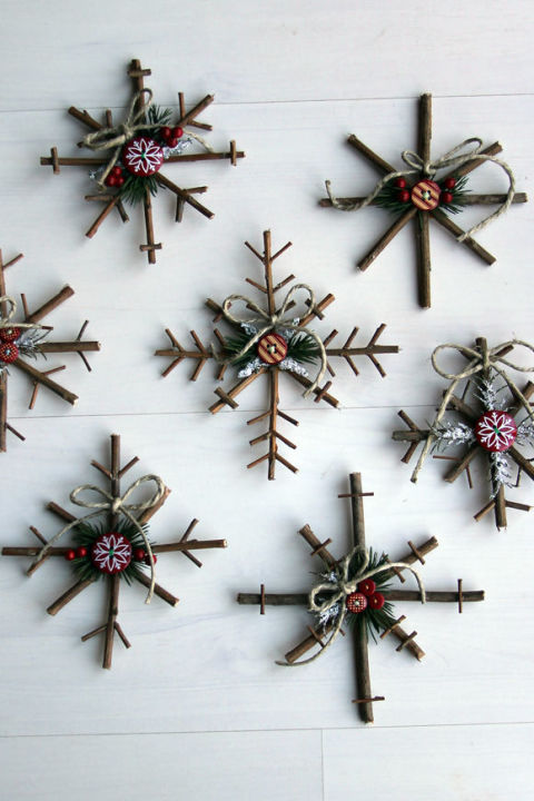 gallery-1470422282-snowflake-ornament