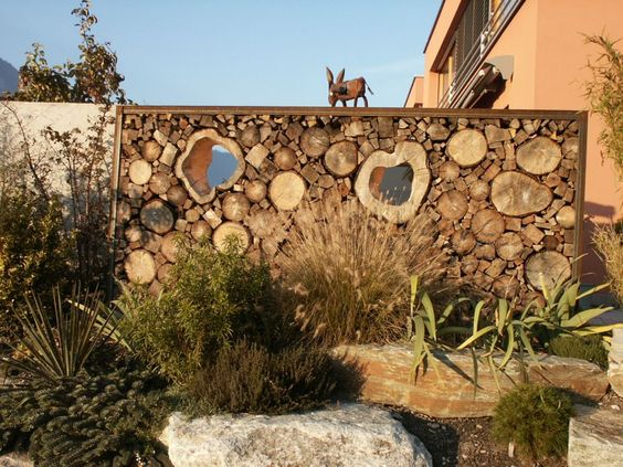 16 mind blowing cordwood fences that will amaze you the art in life. Black Bedroom Furniture Sets. Home Design Ideas
