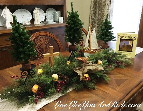 the-tale-of-three-trees-as-a-center-or-mantlepiece-christmas-decorations-crafts-dining-room-ideas