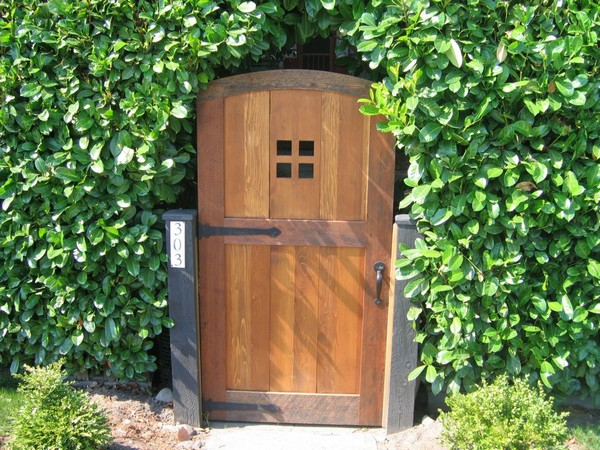 20 amazing garden gate ideas which make a great first for How to make a garden gate door
