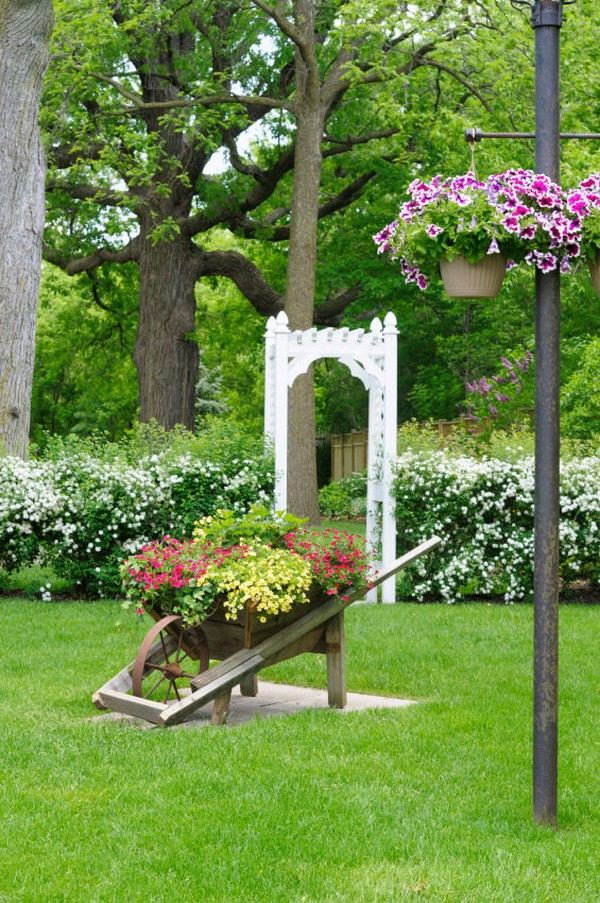 18 Amazing Wheelbarrow Planter Ideas For Your Garden The Art In Life