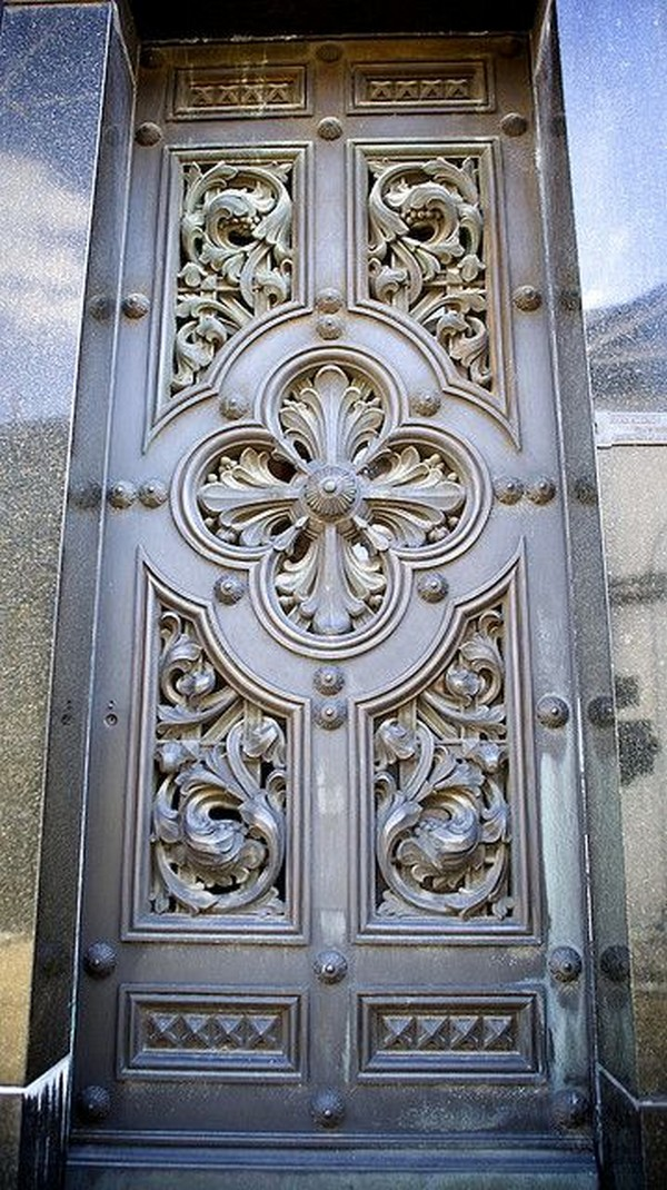 Hand Carved Doors. Source : carved doors - pezcame.com