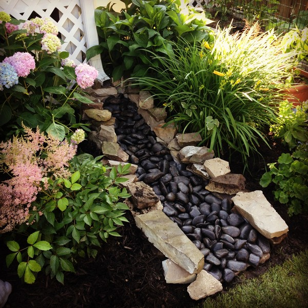 10 Amazing Ideas Dry Creek Beds For Landscaping The