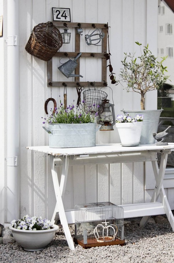 20 Vintage Garden Decor Ideas To Give Your Outdoor Space A