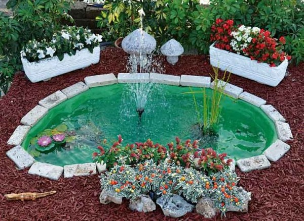 15 absolutely stunning backyard water pond that will catch for Vasche esterne per pesci rossi
