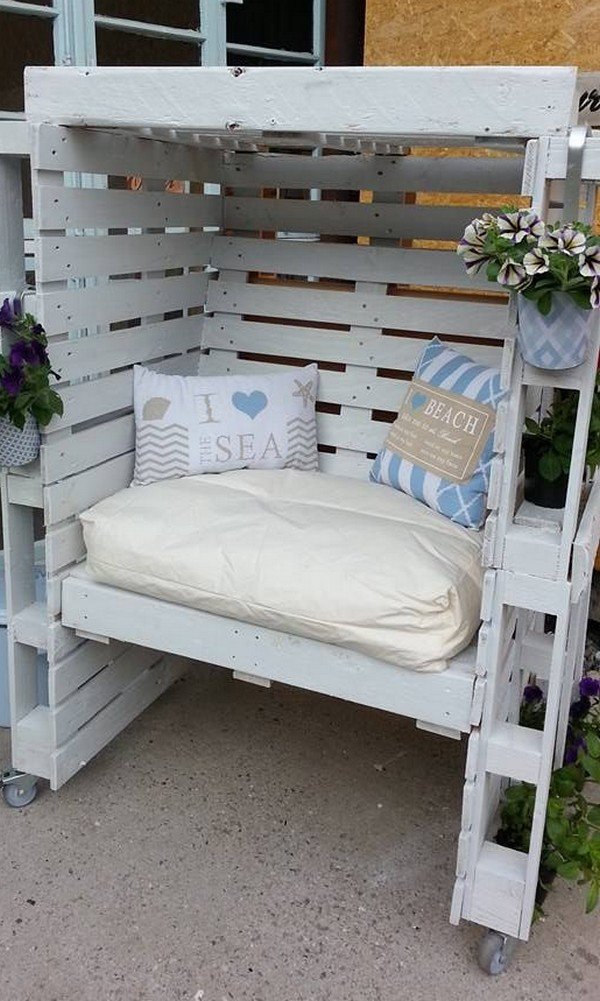 22 fascinating ways of turning pallets into unique pieces of furniture the art in life. Black Bedroom Furniture Sets. Home Design Ideas