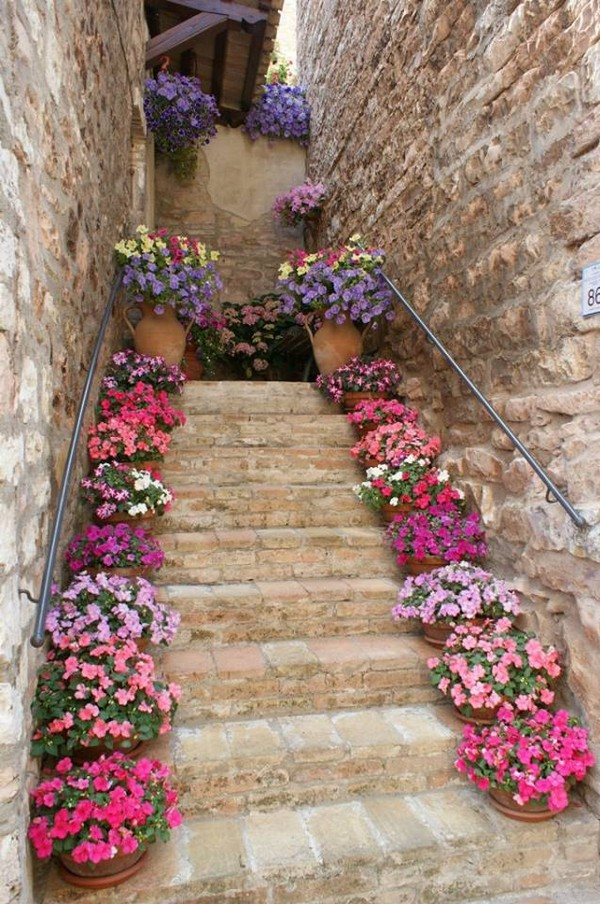22 Wonderful Outdoor Steps Decorated With Flower Planters