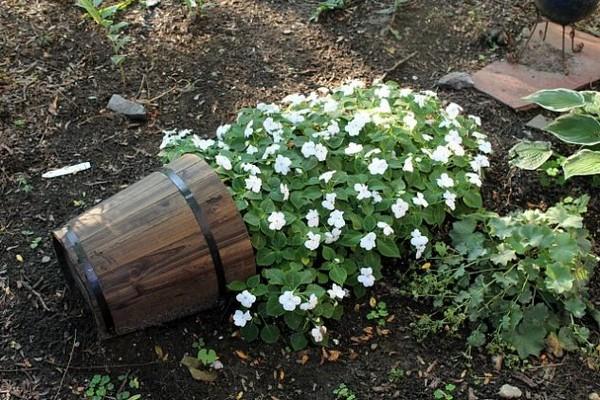 15 Wonderful DIY Spilling Flower Pot Will Spill Joy Into Your Garden