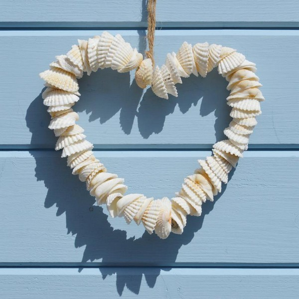 17 adorable diy shell decor projects to bring beach spirit for Shells decorations home