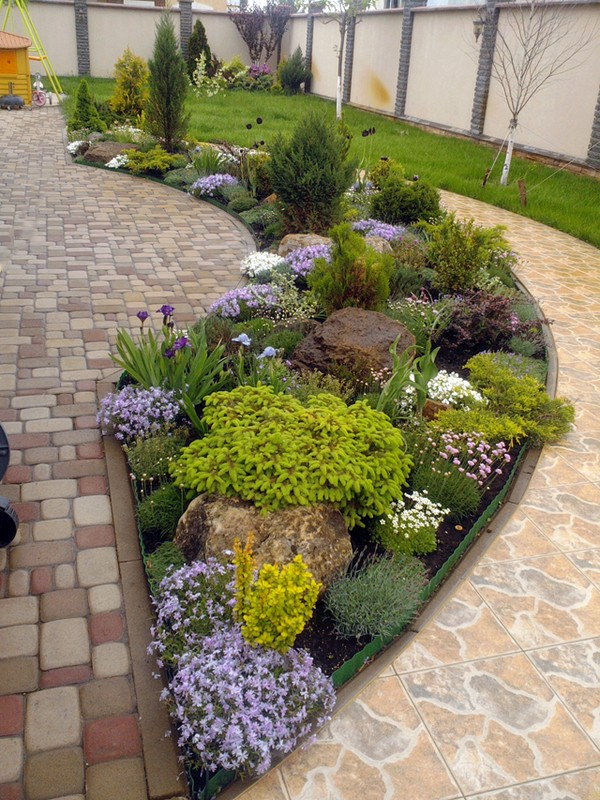 18 impressive garden decor ideas to beautify your yard for Small rock garden designs