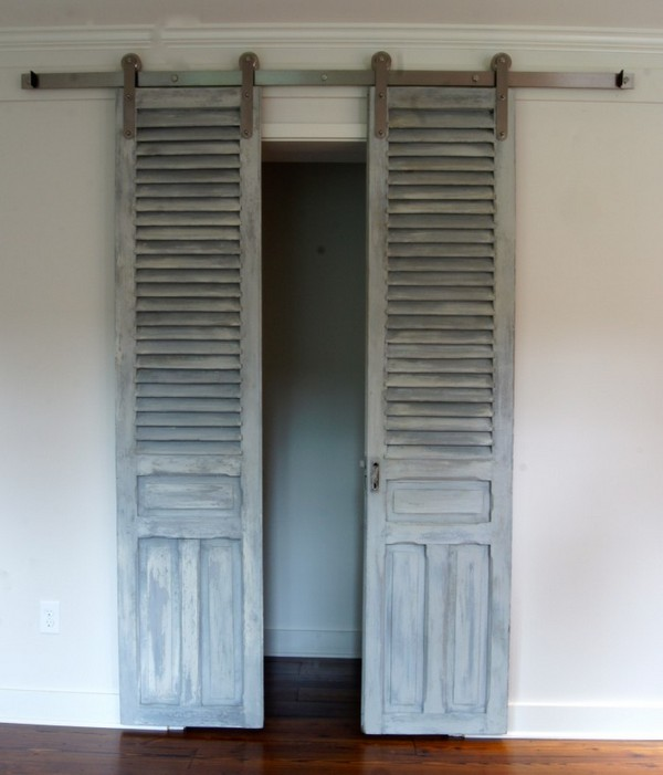 16 absolutely stunning old shutters home decor ideas the art in life - The rolling shutter home in bohemia ...