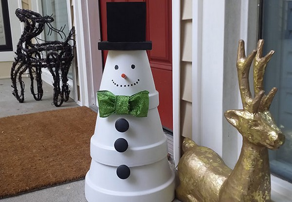 Christmas diy outdoor decor ideas that will wow your for Bah humbug door decoration