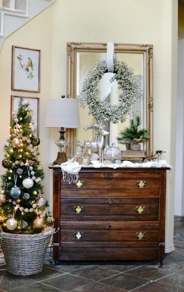 Great Christmas Entryway Ideas And Decor Tips To Make It