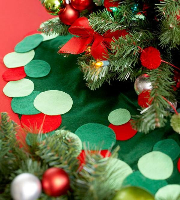 20 Absolutely Stunning DIY Christmas Tree Skirt Ideas